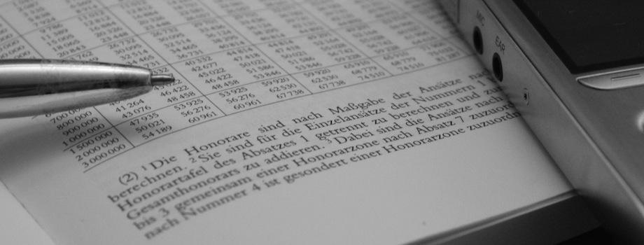 Die Werkzeuge des Rechtsanwalts: Buch, Kugelschreiber und Diktiergerät